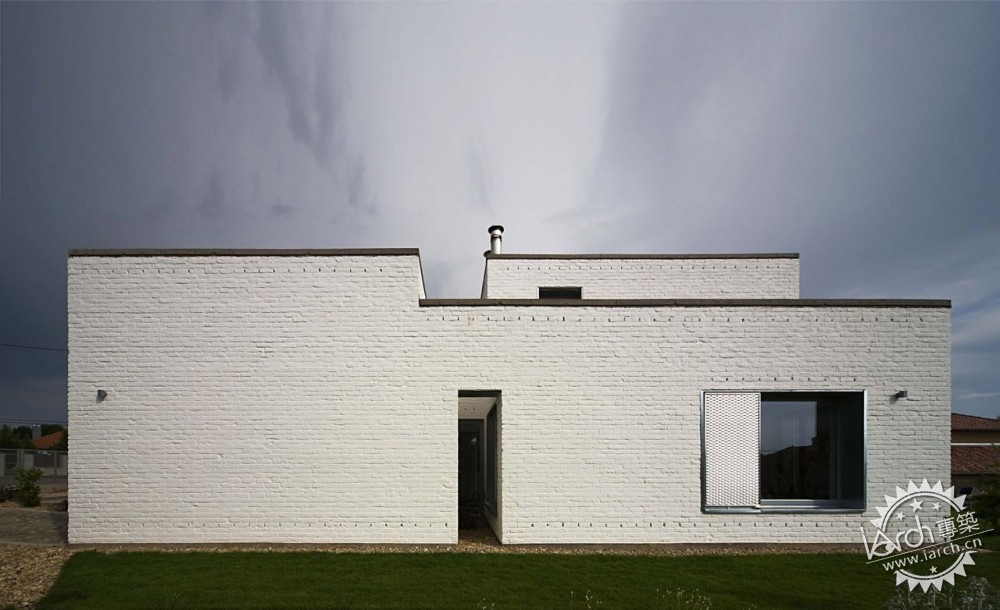 House in Dunaujvaros / ZSK Architects第2张图片