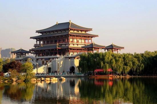 """大唐芙蓉园圆了西安人的\""""长安-后郊区时代的城市乡愁"""