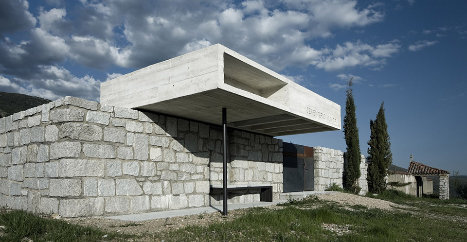 Access And Columbarium In Robregordo′s Cemetery / MUKA Arquitectura第3张图片