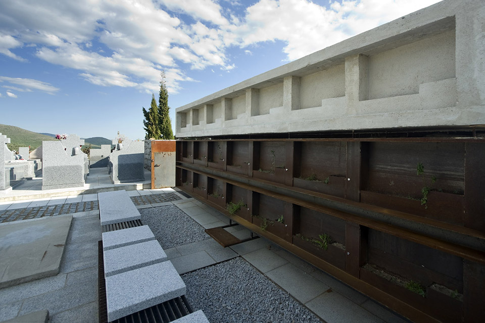 Access And Columbarium In Robregordo′s Cemetery / MUKA Arquitectura第9张图片