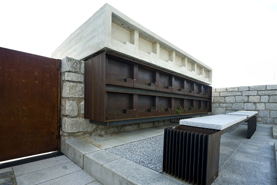 Access And Columbarium In Robregordo′s Cemetery / MUKA Arquitectura第8张图片