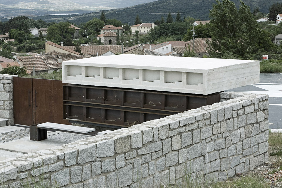 Access And Columbarium In Robregordo′s Cemetery / MUKA Arquitectura第2张图片
