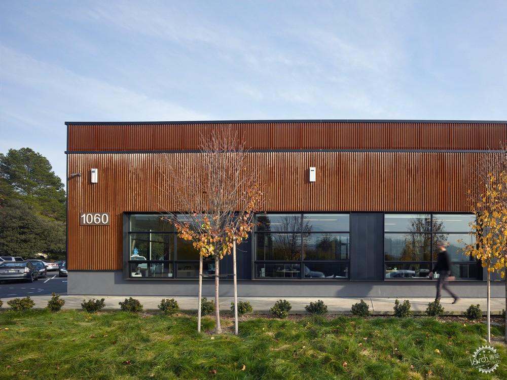 panels/该建筑的表皮已被重新设计成波纹状