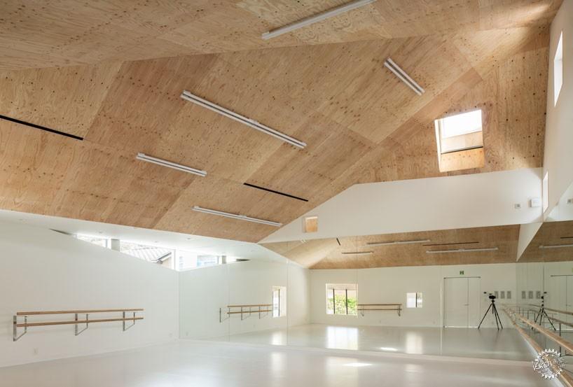 日本戴帽芭蕾舞校/ y+M design office第7张图片