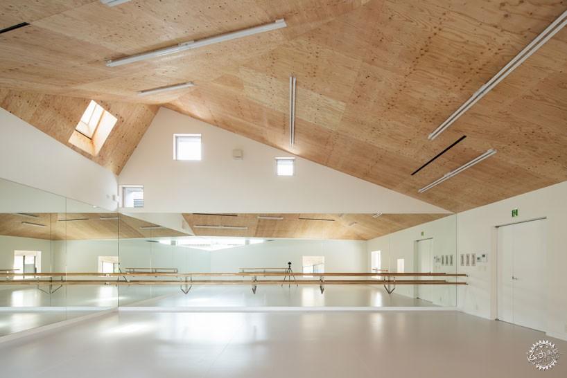 日本戴帽芭蕾舞校/ y+M design office第6张图片