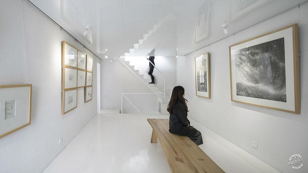 住在白色格栅里的建筑,有种浓郁的文艺气息|深圳艺栈建筑改造第5张图片