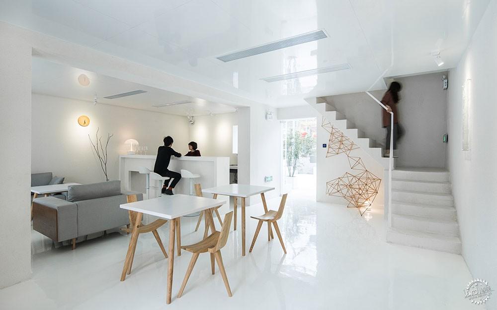 住在白色格栅里的建筑,有种浓郁的文艺气息|深圳艺栈建筑改造第4张图片