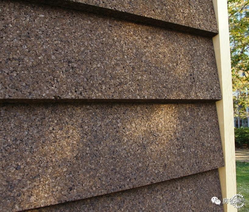 外墙材质为大块绝缘软木板