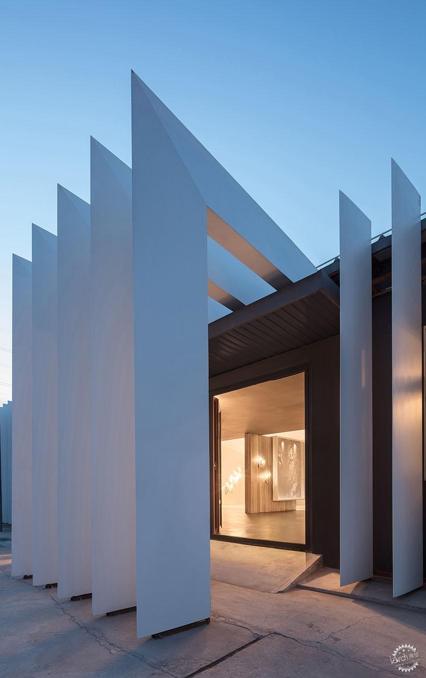遇见一束光的设计|葡萄牙SERIP灯具展厅第8张图片