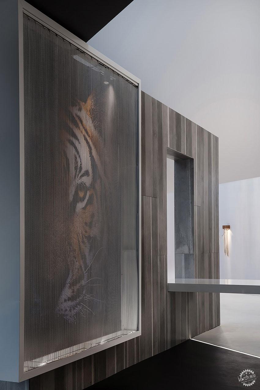 遇见一束光的设计|葡萄牙SERIP灯具展厅第13张图片