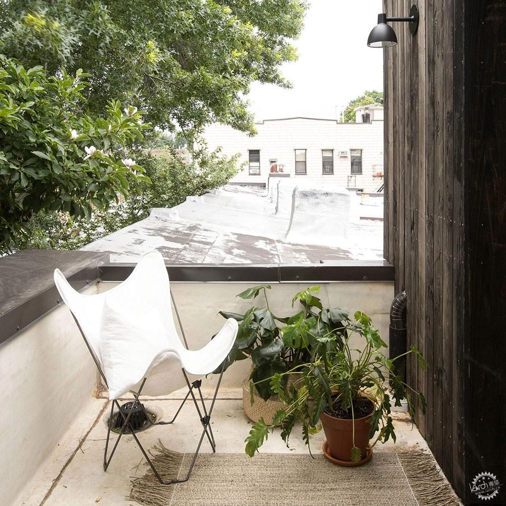 当你老了,就在这样的阳台上打盹儿。第2张图片