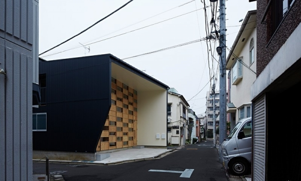 "东京""方格屋"" Checkered House by Takeshi Shikauchi Architect"