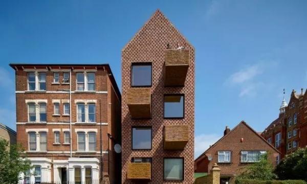 柳枝小篮做阳台,错砖伴木结构建可持续房屋