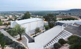 Seasonless House / Casos de Casas